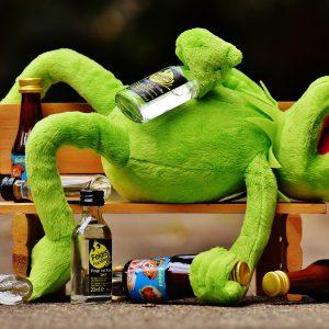 Çok düşük kalorili diyet ve aşırı egzersiz ile alkolün etkilerinin artırılması: drunkorexia